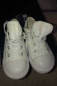 Toddler Girls  pearl white canvas converse size 10 Baltimore, 21221