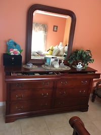 6 PIECES BEDROOM SET IN CHERRY WOOD WITH JEWELRY COMPARTMENTS LIKE NEW CONDITION Miami, 33193