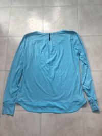 Authentic lululemon long sleeve top with thumb holes  Belleville, K8P 1P4
