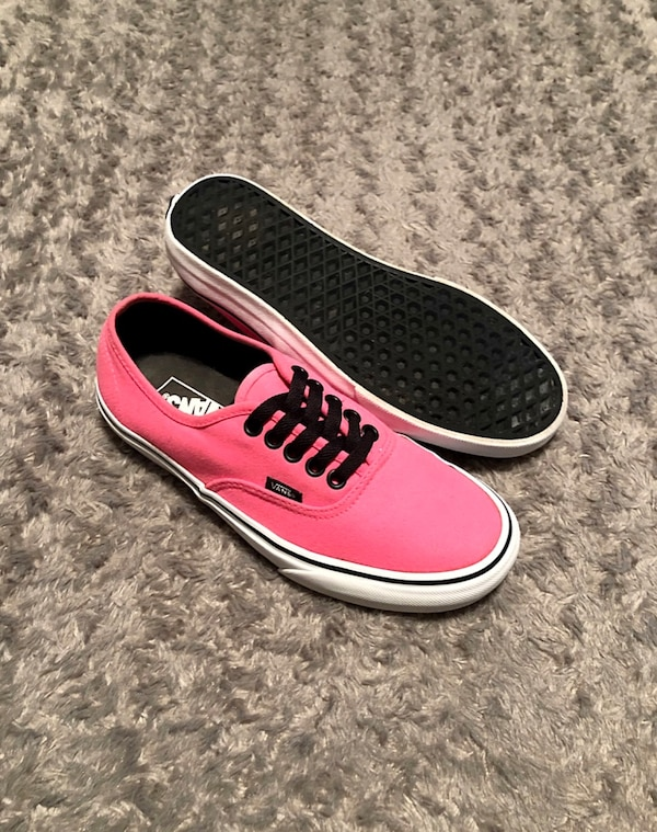 Women's Vans lo-top paid $65 size 8. Like new! Men's size 6.5 Color pink. Great condition!