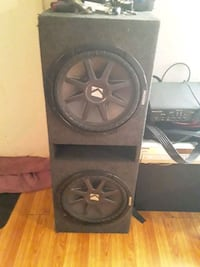 Two 12s Kicker speakers for car  Toney, 35773