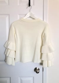 Women's bell sleeve sweater size small- never worn Mississauga, L5M 0C5