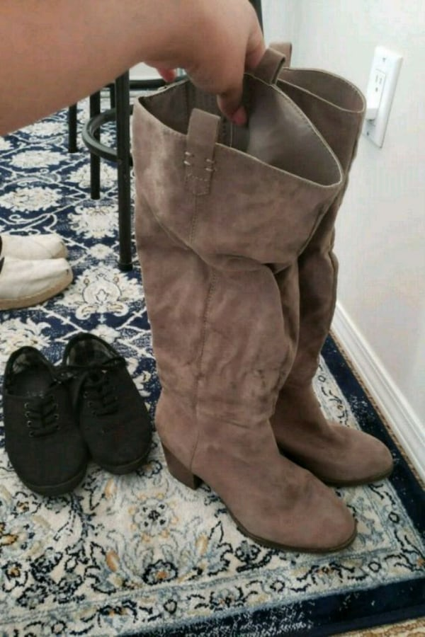 Wedge suede size 10 88a12abb-081a-454d-be3c-d8197c220ff4