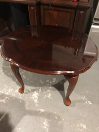 round brown wooden coffee table Waterbury, 06705