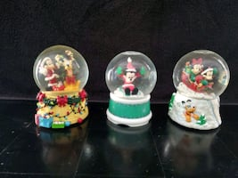 Enesco Christmas Disney Snow Globe Music Box Set 3