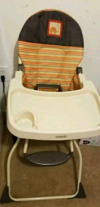 baby's white and brown high chair Chantilly, 20152