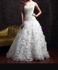 Stunning Allure wedding dress size 6 Ajax, L1S 3W5