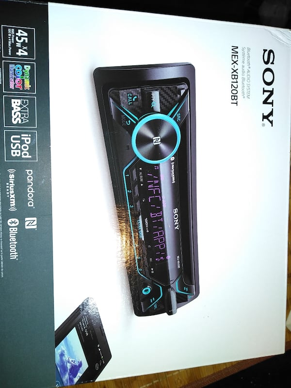 SONY car stereo, remote control and microphone .new with box dd1c7ac8-0544-4fac-9b02-08a67435d78b