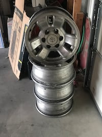 Factory 4runner wheels need to be cleaned the first 50 bucks takes them  Albuquerque, 87104