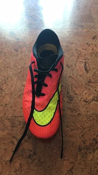 size 5 nike cleats Port Moody, V3H 1H4