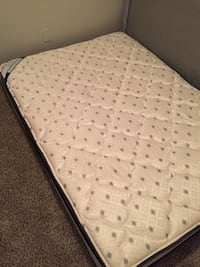 White and black bed mattress Hoover, 35226