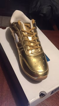 Women's metallic gold size 7 Indianapolis, 46268