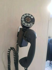 Antique telephone Hamilton, L0R 1V0