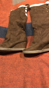 Pair of brown suede boots Los Angeles, 90019