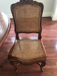 Oval solid wood dining table. Comes with Five dining chairs. Good condition. Reasonable offers welcome. Richmond Hill, L4C 9V6