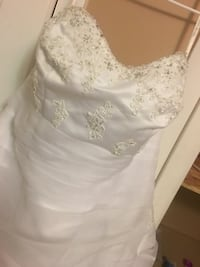 Size 16w Strapless Wedding Gown (Need to go to a professional cleaner) Milwaukee, 53204
