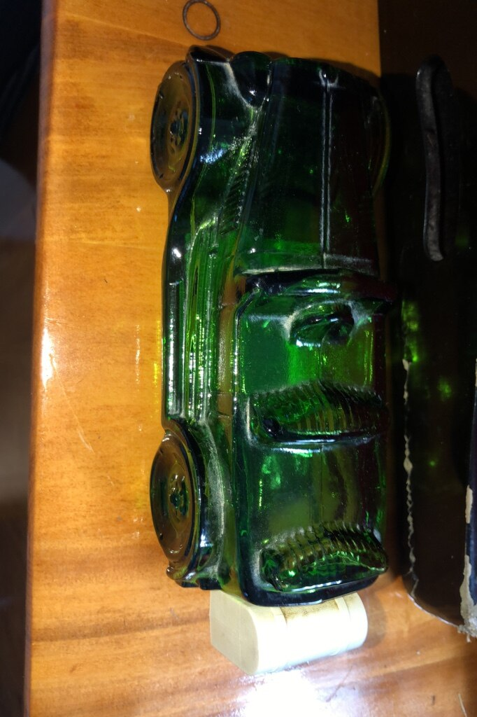 Photo Vintage avon model car cologn bottle