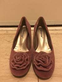 Pair of women's brown shiny suede pumps with flower-accent Vancouver, V5Z 3B4