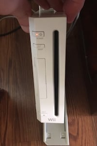 Wii with 2 games and memory card 1 controller. Brooksville, 34601