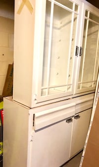 """White Kitchen cabinet and glass door cabinet top set 47.5"""" Silver Spring, 20901"""