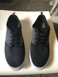 Pair of black low-top sneakers size 9 Winnipeg, R2K 4A1
