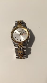 Mens Seiko watch with Sapphire accents Edgewater, 21037