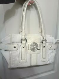 Guess Purse 25$- **delivery ** Langley City, V2Y 1W9