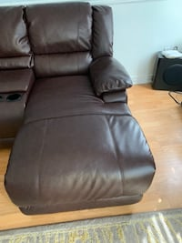 Very Comfortable Leather Sectional Couch  Brampton, L6V 0M1