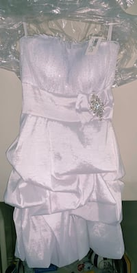 Young women's brand new white dress New Rochelle, 10801