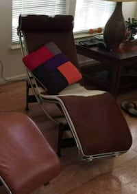 Excellent condition MLF chaise lounge chairs Reston, 20191