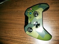 green and black Xbox One controller Donna, 78537