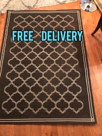 Brown thin carpet rug with classical design - 5ft x 7ft - Free delivery - i accept cash or money sent online Jacksonville, 32258