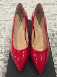 pair of red patent leather pointed-toe pumps Los Angeles, 91324