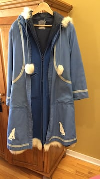 blue and white zip-up jacket Gatineau, J8T 5G1
