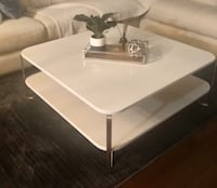 Coffee table -beautiful white coffee table like new Edmonton, T6H 5N8