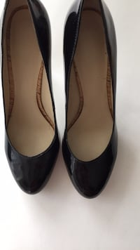 Ladies black pumps (size 8) 557 km