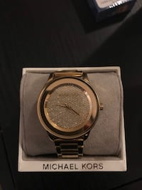 Round silver michael kors analog watch with link bracelet Asbury Park, 07712