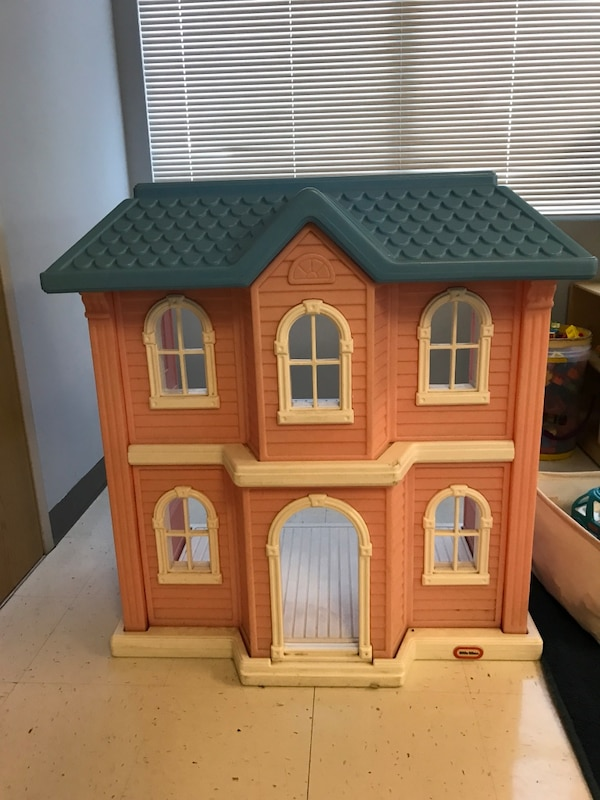 Used Big Plastic Doll House For Sale In Jacksonville Beach Letgo