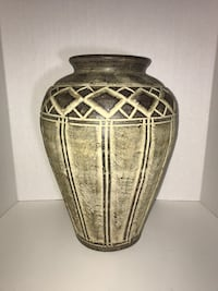 *reduced* Ceramic Floor Vase Milton, L9T 4K1