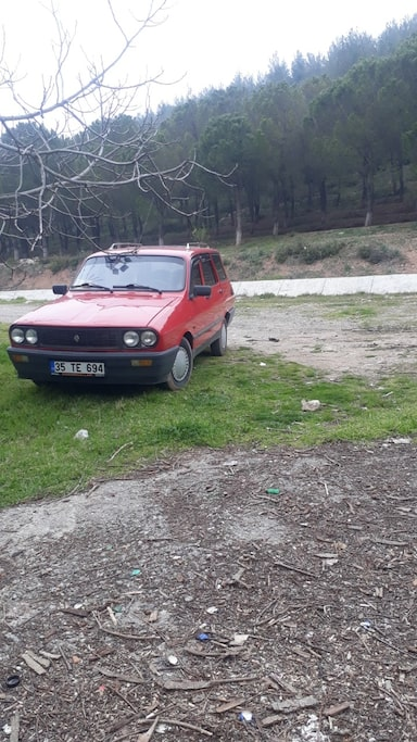 1992 Renault 12 41649342-0604-499c-a934-a14beff53a7c