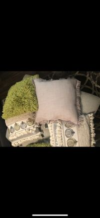 Decorating pillows  Houston, 77069