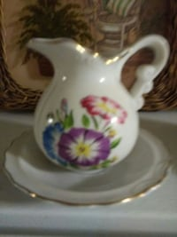 Creamer with plate
