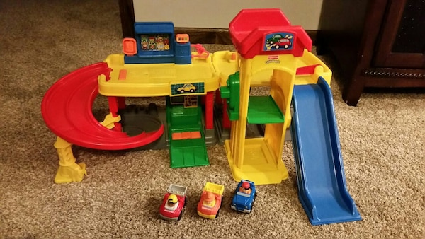 Little People Garage : Used little people garage and car wash with 3 wheelies for sale in