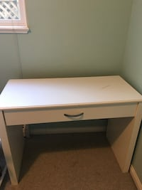 White desk/computer desk Langley, V1M 2X1