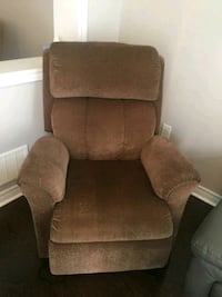 Azee reclining chaire in excellent condition Toronto, M1E 2S2