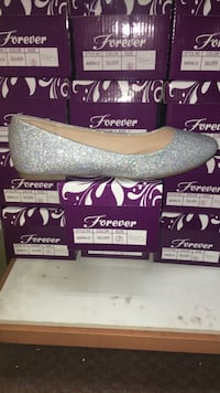 Pair of sparkly flats, size 7 Moore, 73160