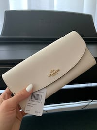 Brand new Coach wallet Vancouver, V5L 2S7