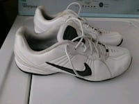 pair of white Nike low-top sneakers Harlingen, 78550