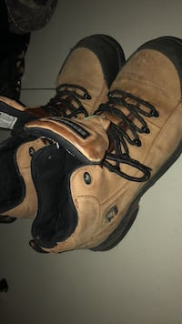 Size 9 or 10 converse steel toes  Calgary, T3A 5Z5