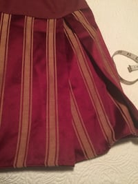 King size bed skirt ( Red wine and gold) Sarasota, 34240